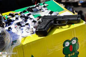 عکس/ سلاحهای کشف شده از سارقین