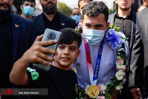 عکس/ استقبال از قهرمان کاراته المپیک در اسلامشهر