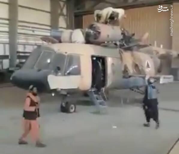 عاقبت شعبدهبازی ۸۸ میلیارد دلاری ارتش آمریکا برای آموزش و تجهیز ارتش افغانستان/ تسلیم بالگردهای «بلک هاوک» و خودروهای «هاموی» بدون شلیک حتی یک گلوله! +عکس