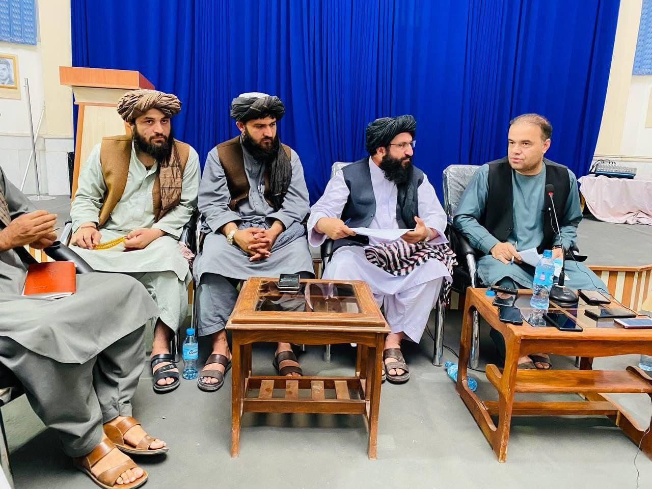 اشرف غنی افغانستان را ترک کرد/ پایگاه بگرام به دست طالبان افتاد/ پرچم آمریکاییها زیر پای طالبان/ رئیس دولت موقت افغانستان چه کسی است؟ + عکس و فیلم