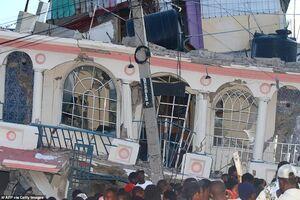 عکس/ زلزله هائیتی بیش از ۳۰۰ کشته برجای گذاشت