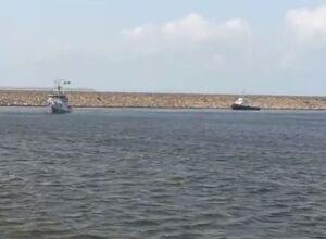 فیلم/ پهلوگیری دو شناور قزاقستان در بندرانزلی