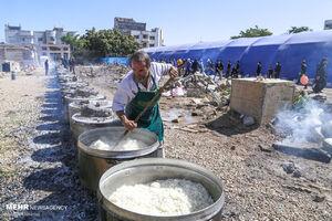 عکس/ طبخ ۷۲ دیگ غذای نذری برای محرومین