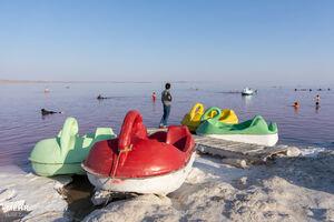 عکس/ گردشگری کرونایی در دریاچه ارومیه