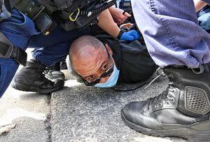 عکس/ درگیری پلیس استرالیا با مخالفان قرنطینه