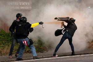 عکس/ درگیری خشن گروههای سیاسی افراطی در «پورتلند»