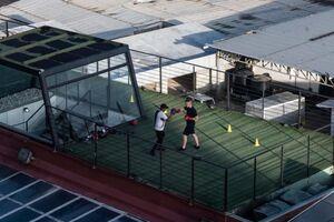 عکس/ تمرین بوکس در پشت بام