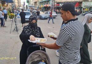 پخش شیرینی در غزه در پی هلاکت نظامی اسرائیل +عکس