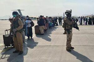 عقدهگشایی به سبک سربازان آمریکایی در فرودگاه کابل +فیلم
