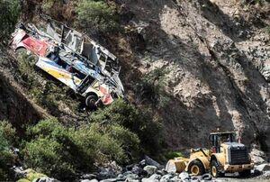 عکس/ سقوط اتوبوس مسافربری به دره