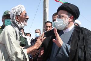 عکس/ حضور صمیمانه رئیس جمهور در جمع مردم زابل