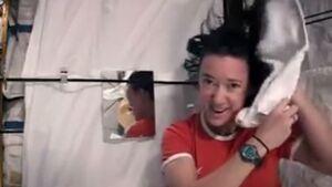 فیلم/ نحوه شستن موی سر در فضا