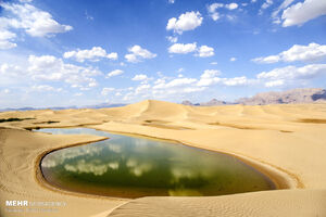 عکس/ دریاچهای در دل کویر
