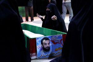 عکس/ وداع با پیکر مطهر شهید مدافع حرم مرتضی کریمی