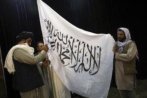 پرچم طالبان بر فراز کاخ ریاست جمهوری به اهتزاز درآمد