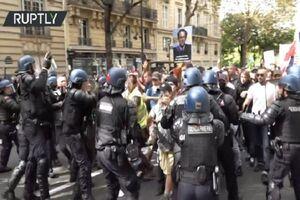فیلم| حمله پلیس فرانسه به معترضان سیاستهای دولت مکرون