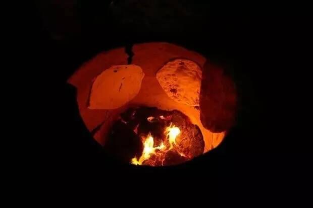 نان هایی که به عشق امام حسین (ع) برای زائران اربعین پخته میشود + عکس 5