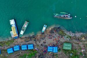 عکس/ واژگونی مرگبار کشتی مسافربری در چین