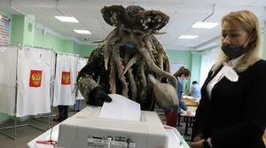 عکس/ تیپ عجیب رای دهندگان در روسیه