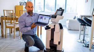 ربات ها سالمندان را از راه دور ویزیت میکنند