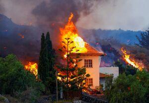 ورود گدازههای آتش به خانهها