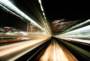 چرا نور سریعتر از صوت حرکت میکند؟