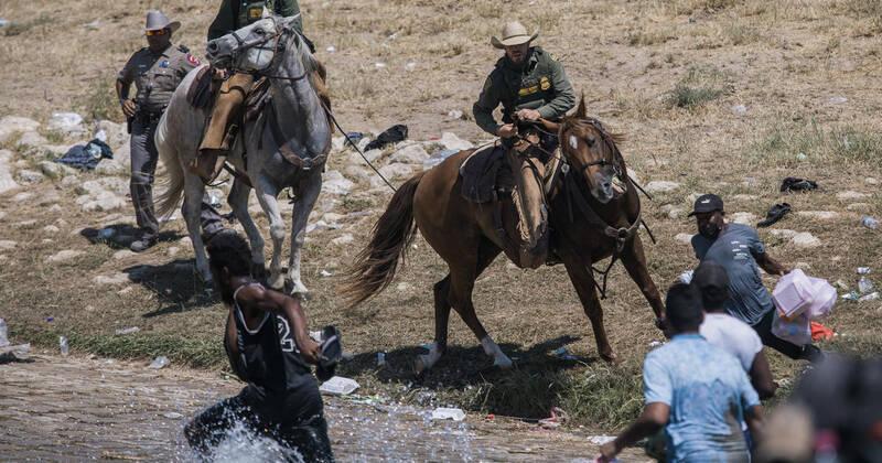 عکس| خشونت سواره نظام گشت مرزی آمریکا علیه مهاجران