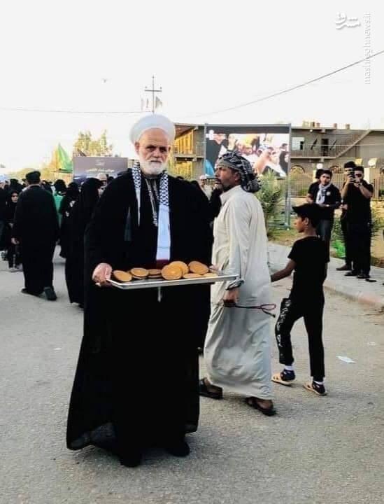 خدمترسانی یکی از علمای اهل سنت فلسطین به زوار اربعین +عکس