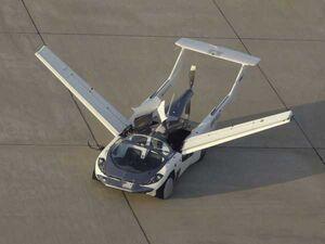 آزمایش های نهایی خودروی پرنده «AirCar» مجهز به پیشرانه ب ام و +عکس