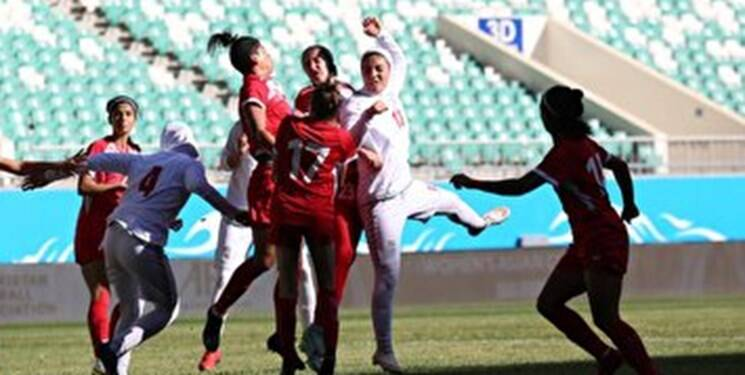 عکس/سجده شکر زنان ملیپوش فوتبال پس از تاریخسازی