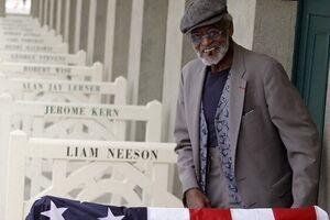 پدرخوانده سینمای سیاه درگذشت/یک تنه در مقابل نژادپرستی آمریکایی - کراپشده