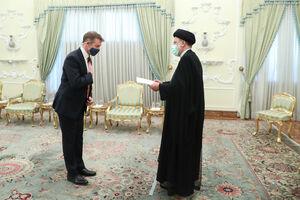 عکس/ تقدیم استوار نامه سفیر جدید انگلیس به رئیسی