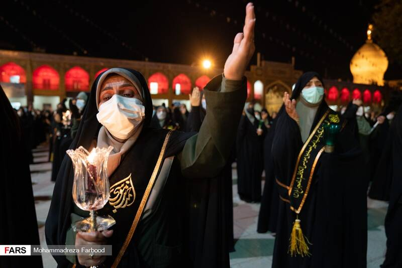 حضور خُدام در مراسم لالهگردانی شب اربعین حسینی در حرم مطهر حضرت شاهچراغ (ع) شیراز