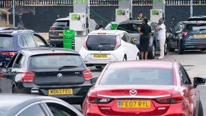 ذخایر دو سوم پمپ بنزینهای انگلیس خشک شد