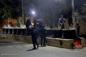 عکس/ تهیه آش نذری اربعین در یزد