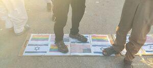 پرچمهایی که زیرپای زائران اربعین رفت +عکس