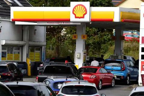 فیلم/ درگیری در جایگاه پمپ بنزینهای انگلیس