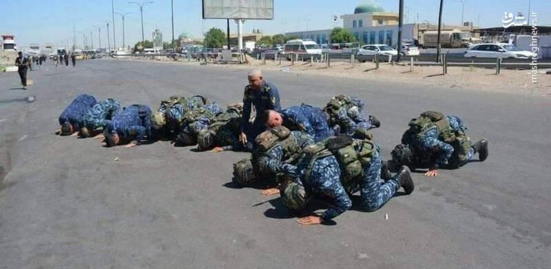 سجده شکر نیروهای امنیتی کربلا پس از پایان زیارت اربعین +عکس