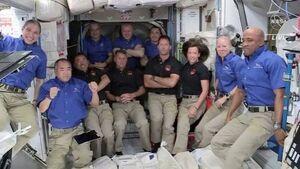 فضانوردان چطور در فضا لباس میشویند؟
