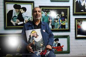 حضور پدر شهید در یکی از مواکب جاده نجف کربلا +عکس