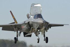 نیروی دریایی آمریکا جنگندههای اف-۳۵ خود را بر ناو ژاپنی مستقر میکند