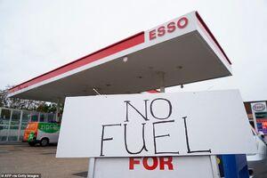 عکس/ وضعیت جایگاههای سوخت در انگلیس