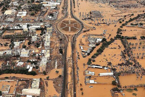 فیلم/ ۱۱ کشته بر اثر طوفان شاهین در عمان