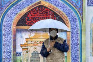 عکس/ عزاداری مردم رشت در زیر بارش باران