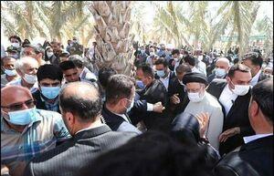 عکس/ حضور رئیسی در جمع مردم دلوار