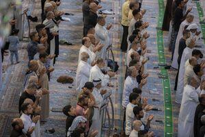 عکس/ برگزاری مجدد نماز جماعت در حرم مطهر حسینی