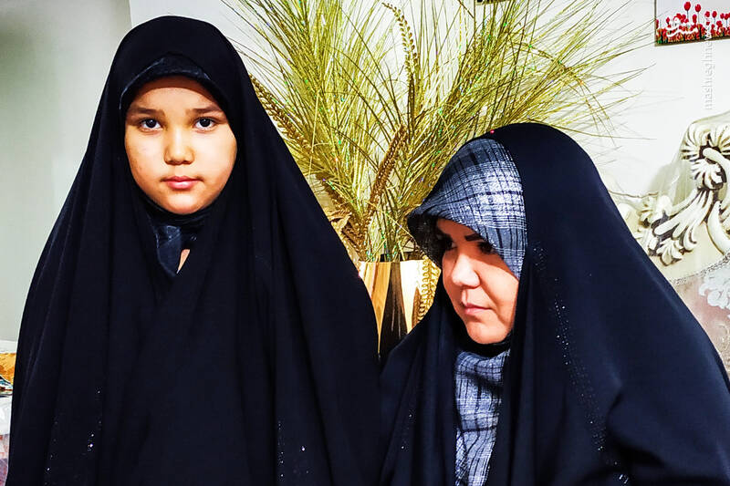 نگرانی همسر شهید برای دخترش نازنینزهرا + عکس