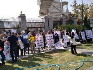 تجمع مخالفان واکسیناسیون کرونا در مجلس