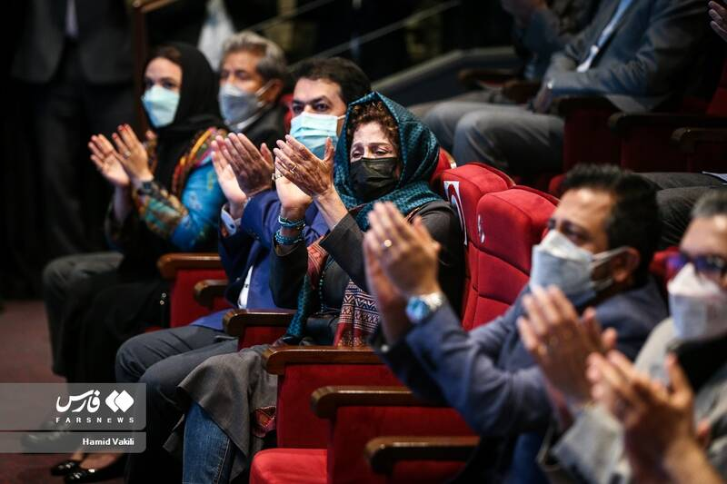 تجلیل از سازندگان فیلم های برتر در اختتامیه جشنواره فیلم های کودکان و نوجوانان-  بنیاد سینمایی فارابی