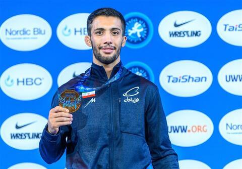 عکس/ قهرمان المپیک در نماز جمعه تهران